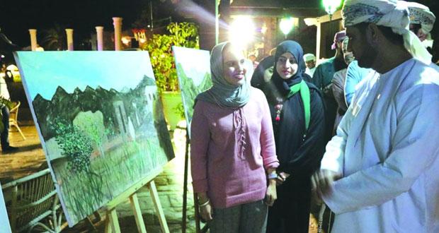 معرض تشكيلي لنتاج المشاركين يسدل الستار على مخيم الفنون التشكيلية الأول بالبريمي