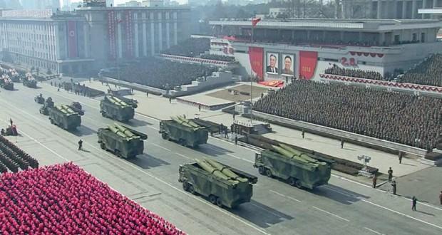 كوريا الشمالية تنظم عرضا عسكريا وتؤكد أنها (قوة عسكرية) من المستوى العالمي