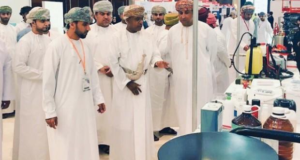 بلدية مسقط تشارك في مؤتمر ومعرض عُمان للنظافة وإدارة المرافق