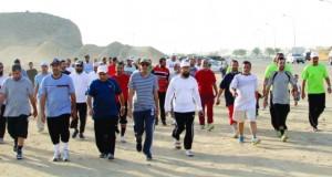 مشاركة واسعة في رياضة المشي بالخوض السادسة بولاية السيب