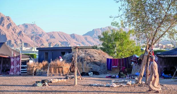 القرية التراثية بمتنزه العامرات تجذب عدسات هواة التصوير والمحترفين