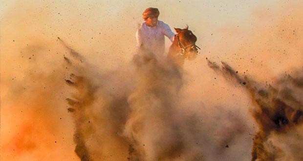 """ختام فعاليات معرض """"فريق بهلاء للتصوير الضوئي"""" في ساحة قلعة بهلاء"""