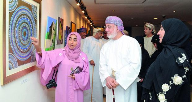 """""""المستوحى من فن عمان"""" في معرض فني بمشاركة 17 تشكيليا"""
