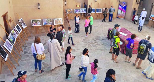 """""""نـزوى"""" تشهد حركة سياحية نشطة"""