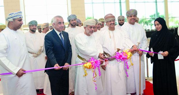 افتتاح ملتقى سوق مسقط الثاني عشر وسط مشاركة واسعة