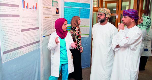 استعراض 45 بحثا علميا في يوم البحوث بمستشفى جامعة السلطان قابوس