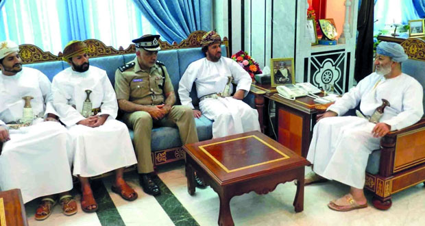 وزير الدولة ومحافظ ظفار يلتقي رئيس وأعضاء لجنة السلامة المرورية بطاقة