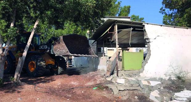 بلدية مسقط بالسيب تكثف جهودها لإزالة العشوائيات وإشغالات وحيازات سيارات بيع المواشي