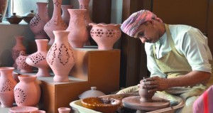 السلطنة تستضيف أكبر معرض دولي للصناعات الحرفية مارس القادم