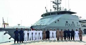 ضباط البحرية السلطانية العمانية يزورون قيادة شرطة خفر السواحل