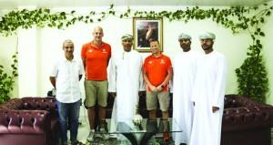 المنتخب الهولندي للسباحة يقيم معسكرا تدريبيا بمجمع بوشر بمشاركة 25 سباحا وسباحة