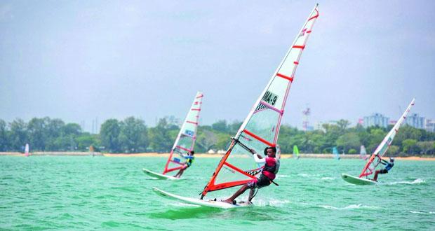 فريق التزلج الشراعي بعُمان للإبحار يختتم مشاركة في البطولة الآسيوية بسنغافورة