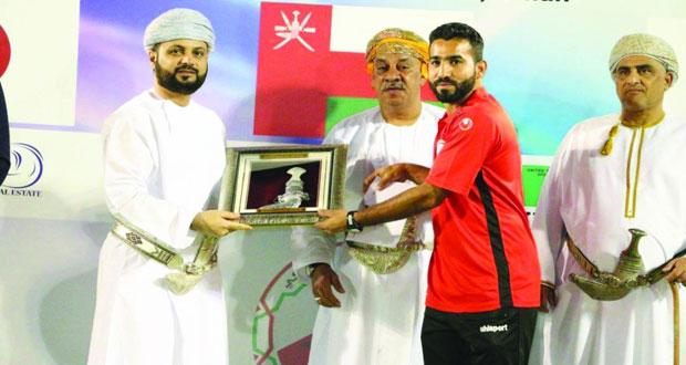 محمود الحسني أول لاعب عماني يتخطى حاجز 100 مباراة دولية في الهوكي