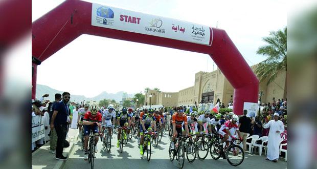 في طواف عمان للدراجات…الدراج الفرنسي براين كوكار يخطف لقب المرحلة الأولى وينال القميصين الأحمر والأخضر