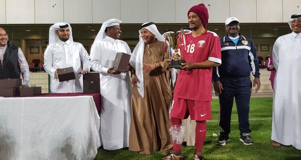 قطر يفوز بلقب بطولة قدامى الخليج لكرة القدم والكويت ثانيا ومنتخبنا ثالثا