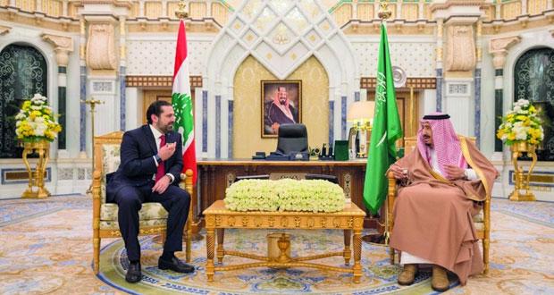 العاهل السعودي يبحث مع رئيس وزراء لبنان مستجدات الأحداث اللبنانية في الرياض