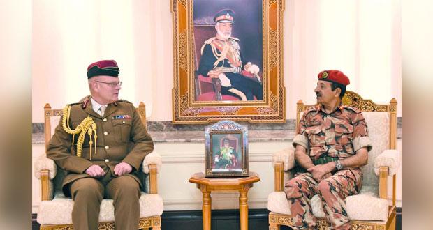 رئيس أركان قوات السلطان المسلحة يستقبل كبير الأطباء البريطانيين