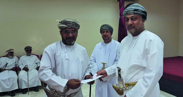 تكريم فرقة الفنون الشعبية بالعامرات لحصولها على المركز الأول في مهرجان مسقط
