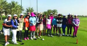 فتيات ماليزيا تتعرف على لعبة الجولف وتكتشف مكنونات السلطنة