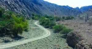 أهالي وادي القنوت بالخابورة يطالبون برصف طريق الوادي المتجه لقراهم