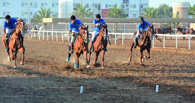 الخيالة السلطانية ومدرعات سلطان عمان تحافظان على صدارة درع الوزارة لالتقاط الأوتاد