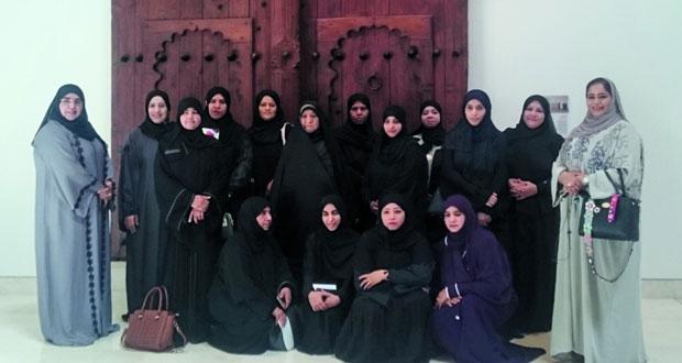 وفد جمعية المرأة العمانية بمحافظة مسقط يزور المتحف الوطني