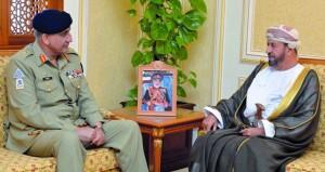 استعراض مجالات التعاون العسكري بين السلطنة وباكستان