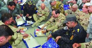 الرئيس المصري يزور قاعدة جوية في سيناء