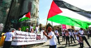 الاحتلال يصعد من اعتداءاته والفلسطينيون يرفضون الاشتراطات الأميركية حول المساعدات