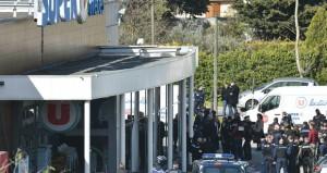 (احتجاز رهائن بفرنسا) : مقتل 4 بينهم المهاجم .. و(داعش) يتبنى
