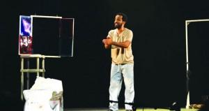 """الجمعية العمانية للمسرح تحتفي باليوم العالمي بالمسرح عبر مونودراما """"لحياله"""""""