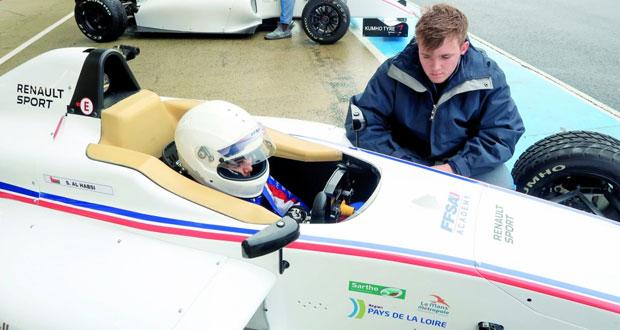 شهاب الحبسي يؤكد جاهزيته لأول سباق في الفورمولا 4 بفرنسا