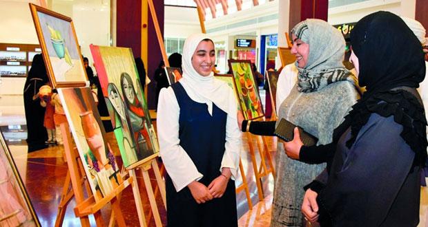 138 عملا فنيا في المعرض الطلابي لمادة الفنون التشكيلية بتعليمية الداخلية