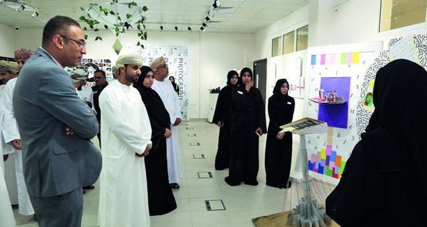 افتتاح معرض نادي التصميم بكلية العلوم التطبيقية بنزوى