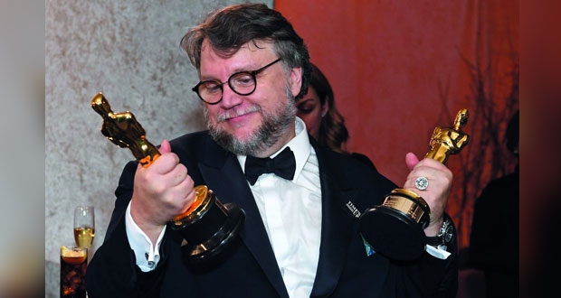 """فيلم """"ذا شيب أوف ووتر"""" يفوز بجائزة أوسكار أفضل فيلم"""