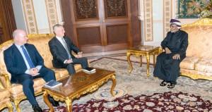 جلالة السلطان يستقبل وزير الدفاع الأميركي