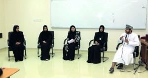 جلسة حول الجماعات الأدبية بكلية العلوم التطبيقية بنزوى