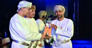 تكريم المساهمين وأعضاء اللجان المشاركين بمهرجان مطرح التراثي السياحي