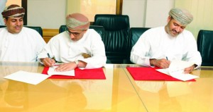 التوقيع على مذكرة تفاهم وتعاون بين «ديم» وبريد عمان