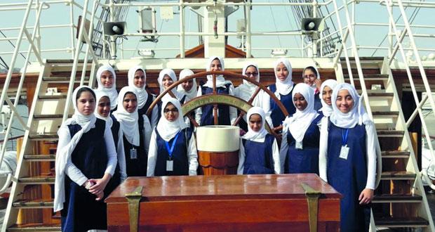 سفينة (شباب عمان 2) تستقبل طالبات المدارس ضمن فعاليات مهرجان مطرح التراثي السياحي