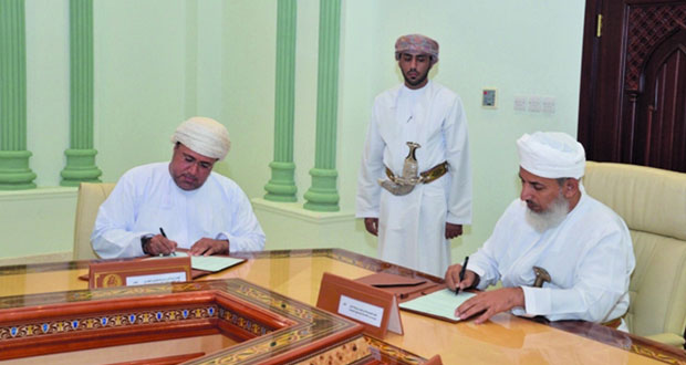 التوقيع على برنامج تعاون بين الأوقاف وتنمية نفط عمان