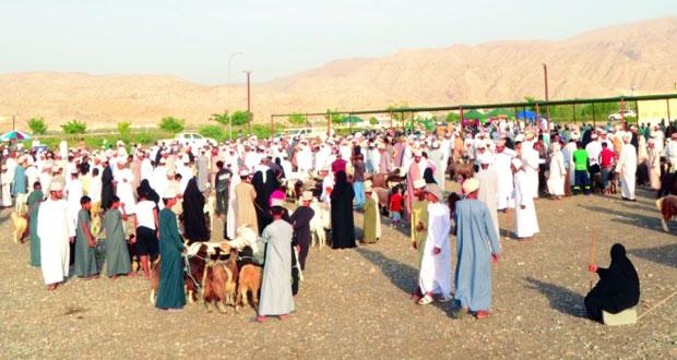 أهالي قريات يطالبون بتوفير خدمات للباعة والمتسوقين بالموقع الجديد لهبطات العيد بالولاية