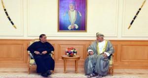 نيابة عن جلالة السلطان.. شهاب بن طارق يستقبل رئيس البرلمان السريلانكي