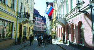 روسيا تعتبر طرد دبلوماسييها نتيجة (ضغوط) من واشنطن .. وإعلامها يندد بـ (حرب باردة)