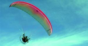 استعراضات مثيرة ورائعة للطيران الشراعي واللا سلكي والدراجات النارية في عبري