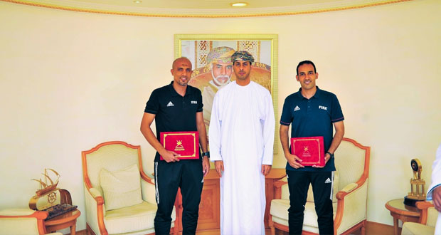 وزير الشؤون الرياضية يلتقي الحكمين أحمد الكاف وأبو بكر العمري
