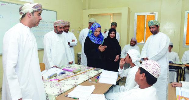 وزيرة التربية والتعليم تختتم زياراتها لمدارس صحار ولوى وشناص