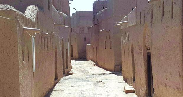 """""""حارة البلاد"""" الأثرية بولاية منح شاهد أثري على الحضارة العمانية القديمة"""