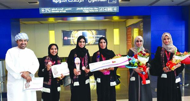 طالبات السلطنة يحصدن المركز الثالث في البطولة الدولية لمناظرات المدارس باللغة العربية في الدوحة