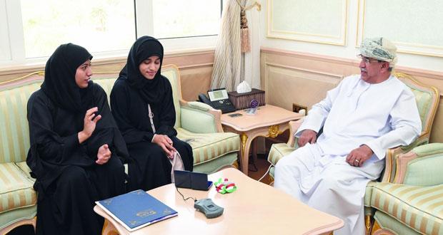 وزير الصحة يكرّم طالبتين فازتا بالميدالية الذهبية في مسابقة دولية